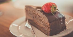 Des passagers de Roissy testent les nouveaux desserts au chocolat