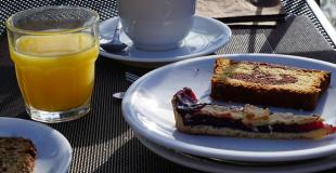 Gâteau au chocolat et jus de fruit : goûter idéal des enfants